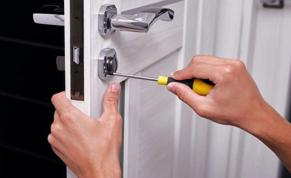 24-Hour-Locksmiths-for-Emergency-Lockout-Services