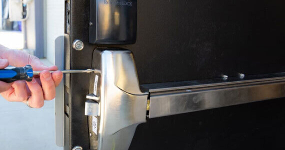 St.-Louis-Panic-Devices,-Door-Closer,-and-Commercial-Locksmith-Services